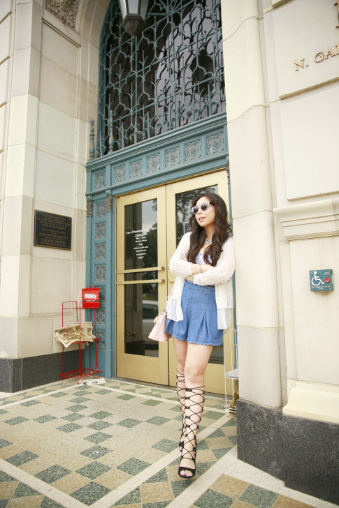 An Dyer wearing Forever 21 Shorts, Shoedazzle Gladiator Wedge Sandals