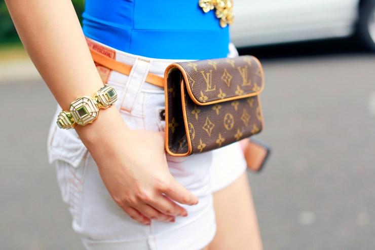An Dyer blogger wearing Louis Vuitton Fanny Pack