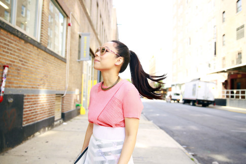 An Dyer wearing Guess Kara Sunglasses StreetStyle Hair WHip