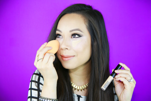 An Dyer using bareMinerals Bareskin Complete Coverage Concealer