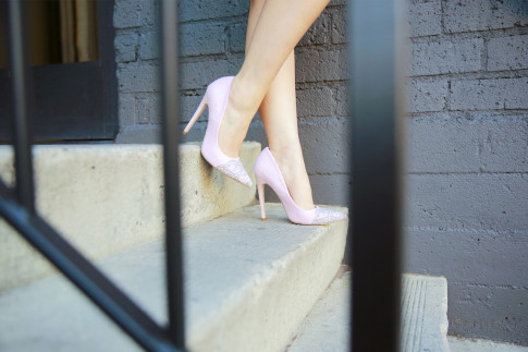 An Dyer wearing ShoeDazzle Pink Grey Lace Pumps
