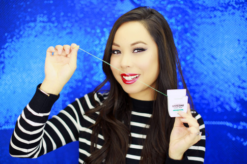 #3) Flossing! Dentists have been telling us for decades to floss daily but I'll be the first to admit that it's something I frequently forget. I started noticing that my teeth usually begin to show signs of staining and discoloration around the edges between my teeth which was a big reality check! Flossing daily helps to prevent discoloration - plus, it keeps your teeth healthy!