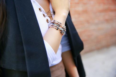 An Dyer wearing bronzallure bracelets stacked