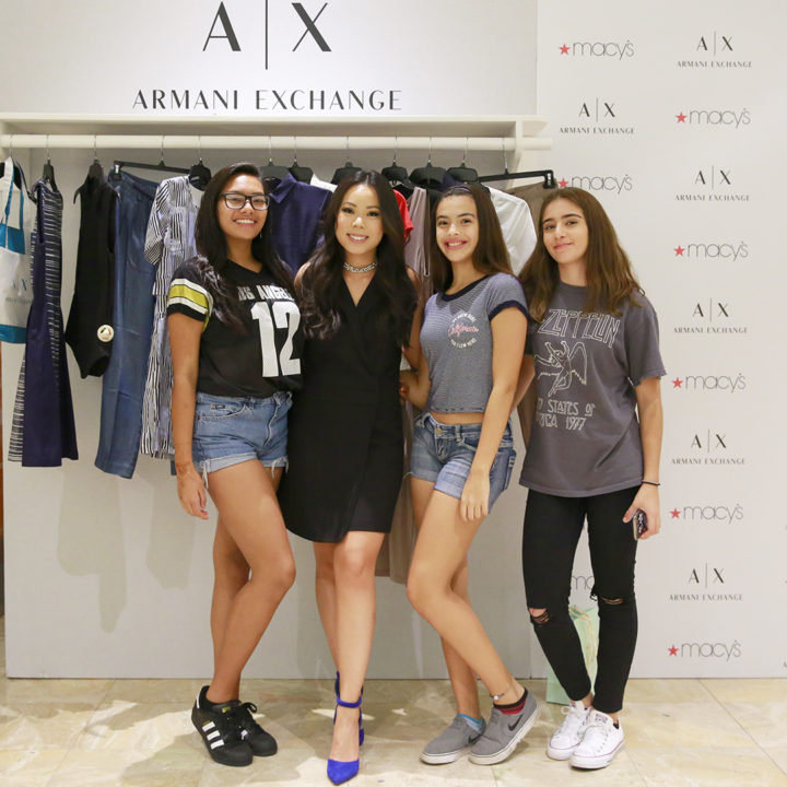 blog-readers-fans-followers-friends-visiting-macys-hosted-event