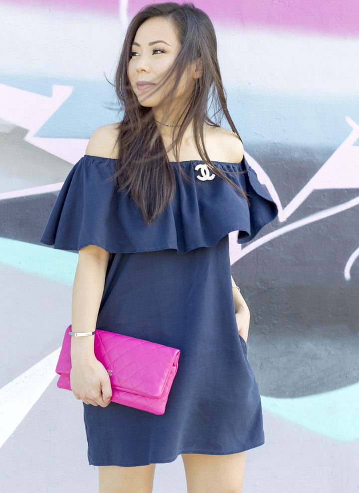 an-dyer-wearing-glam-off-shoulder-navy-dress-black-choker-necklace-pink-clutch