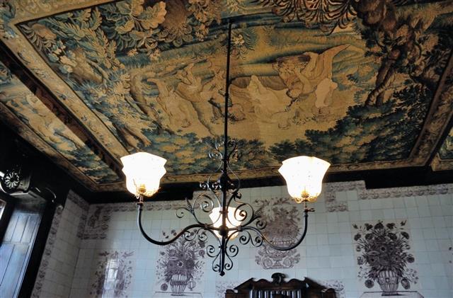 tapisserie plafond salle a manger