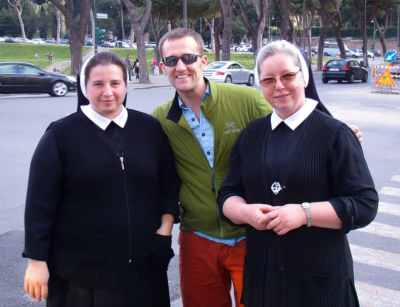 Some nice nuns posing for a picture with Zac.