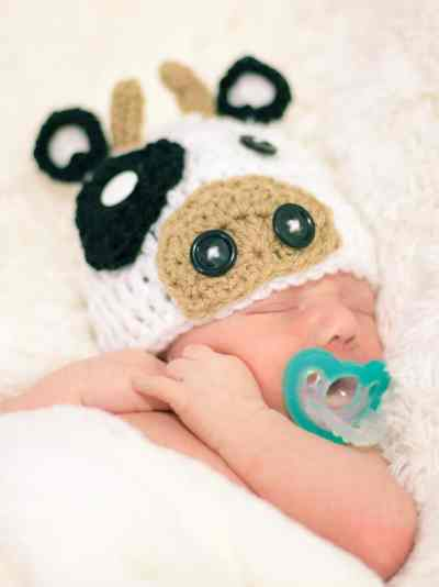 henry newborn photos cow hat