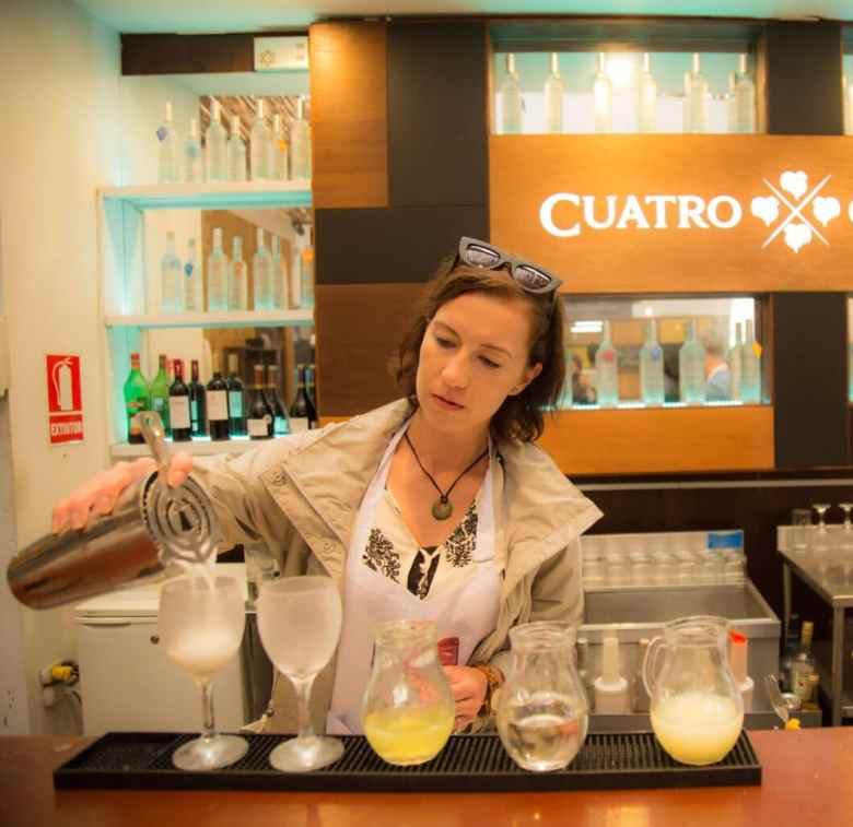 Learning how to make a pisco sour!