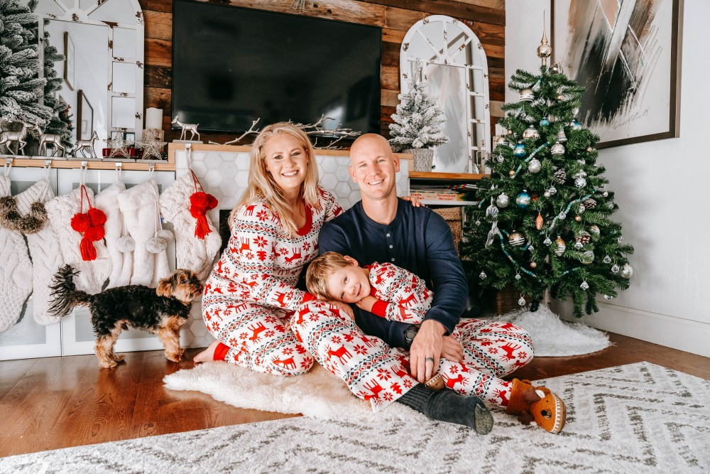 A very merry surprise! Sharing our pregnancy announcement photos as well as giving ideas for other expecting parents. We're adding another baby to the mix!! #babyannouncement #pregnancyannouncement #babynumber2 #babyontheway