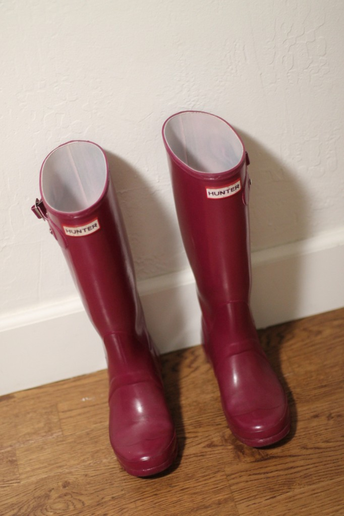 How to get your hunter boots looking new again-hunter boots-rubber boots buffer-diy-rubber boots shiner 6