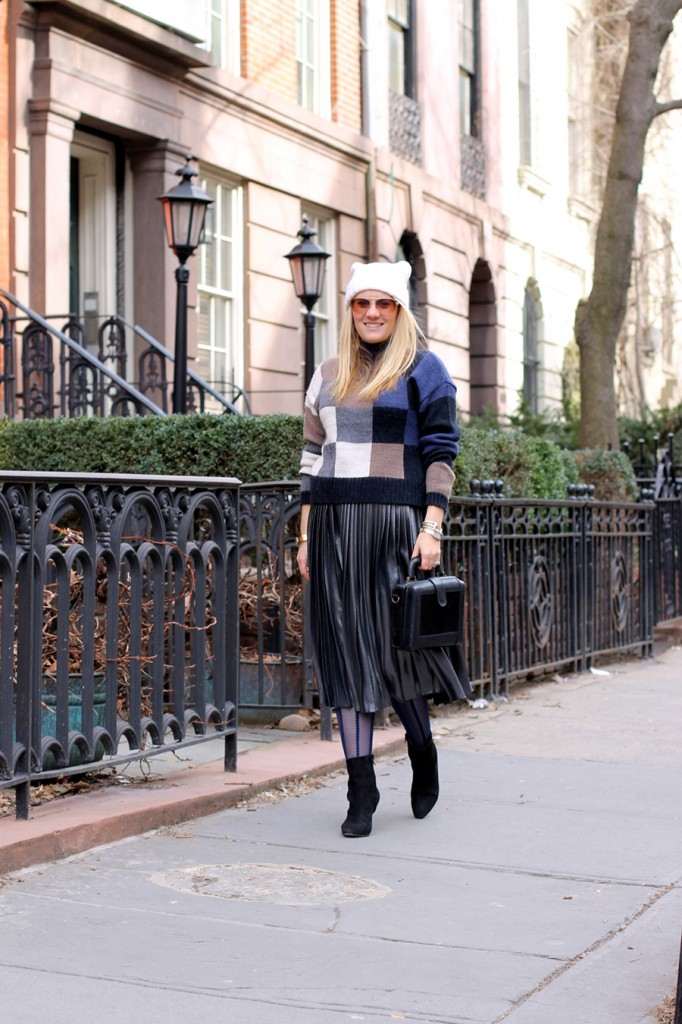 metallic-pleated-skirt-nyfw-street-style-current-elliott-sweater-ted-baker-pleated-skirt-outfit-inspiration-fw-16-street-style-4