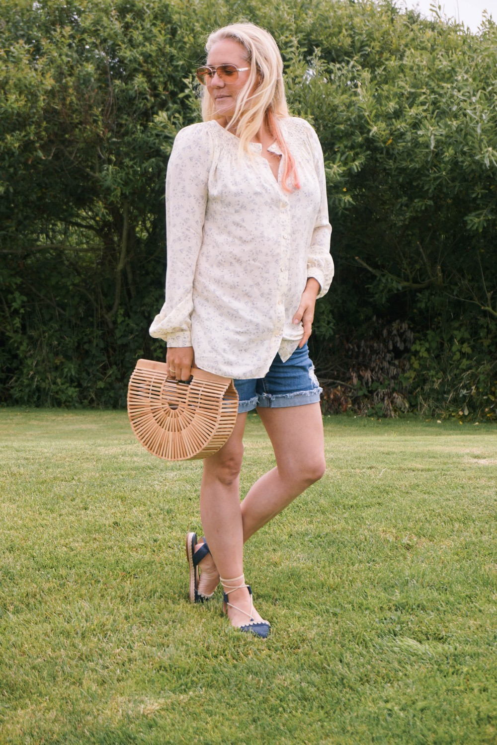 Off Duty Outfit-Daily Outfit Inspiration-Blogger Off Duty-Mom Style-Vince Button Down Blouse-Cult Gaia Bag-Have Need Want 3