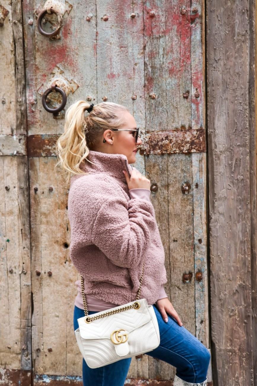 The super cozy teddy fleece pullover you need this winter on HNW! #fleecepullover #teddyfleece #cozyoutfitinspo