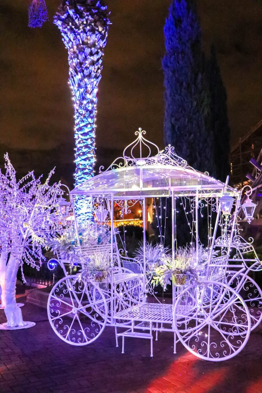 It's Winterfest at California's Great America!! Head to the blog to check out their winter wonderland and find out about their holiday park hours and how to get tickets! #winterfest #greatamerica #amazinglookslike #cgawinterfest
