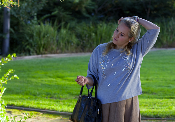 embellished sweatshirt, embellished details, outfit inspiration, fashion blogger, bay area blogger