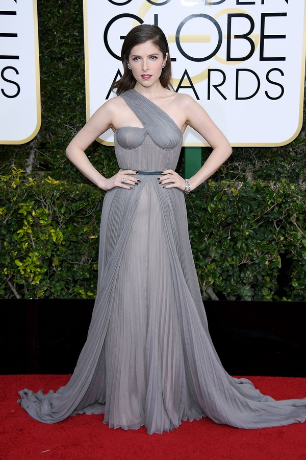 golden-globes-2017-red-carpet-anna-kendrick