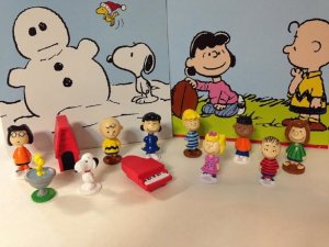 Peanuts cupcake toppers