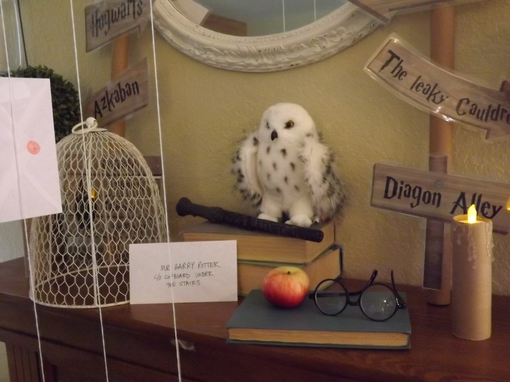 mantle-with-cage-and-owl