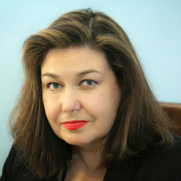 Larissa Shmailo
