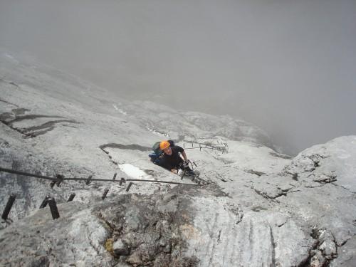 """Litt alternativ trening med """"klatring"""". Foto: Øystein Kvaal Østerbø"""
