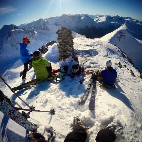Fullt av folk i fjellet i dag, men denne toppen fikk vi for oss selv. #Øksendal
