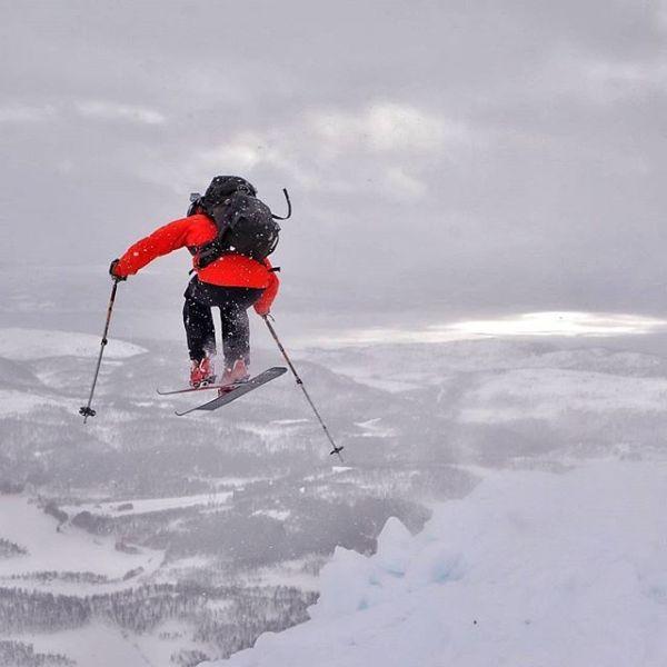 Nok en utedag med lek i snøen for Marius (32).