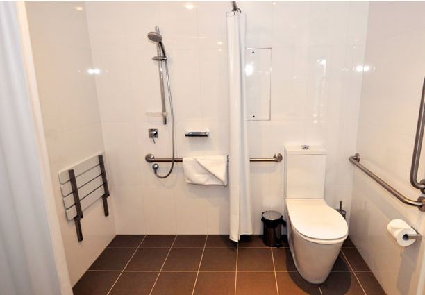 Easthotelaccessiblebathroomfrom web