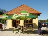 restaurace v areálu Marina Vltava