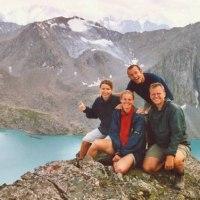 o Střední Asii budou povídat Kvaltinovi (vpředu)