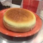 ワイキキでちょっとした手土産に最適の日本人好みのチーズケーキはこちら。