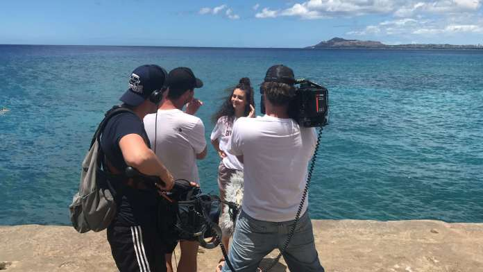 Betty Taube vor dem Klippenspringen in Hawaii