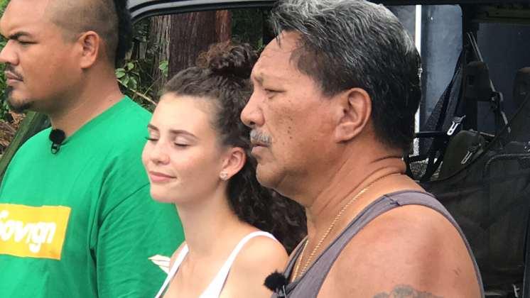Betty Taube geniesst den Hawaiianischen Gesang