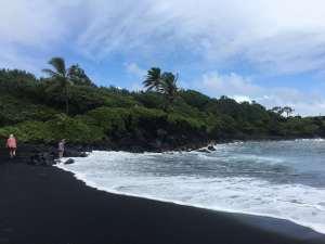 Der schwarze Strand auf Maui