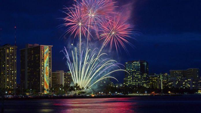 Silvester in Hawaii – Feuerwerk, Luau und hawaiianisches Essen