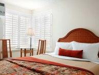 1 Queen Bed Room Days Inn Maui Oceanfront