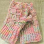 初心者必見!100均のモヘア糸で編める簡単虹色ハーフミット🌸