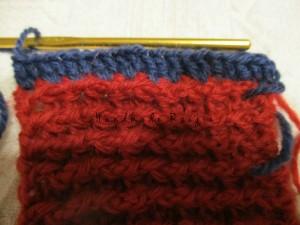 長編みで拾い目をする。