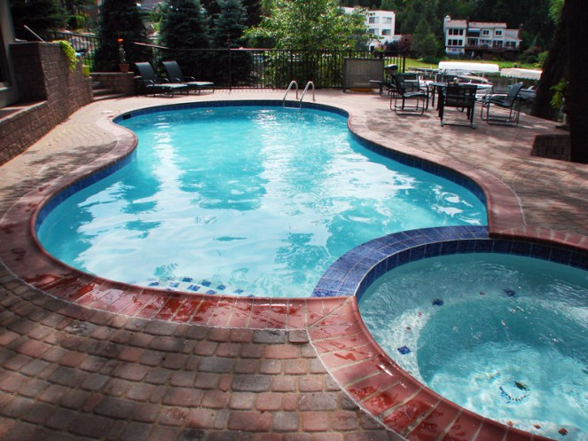 Residential - Curved Pool with Hot Tub