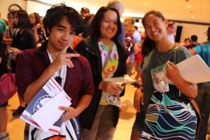 Hawaii History Day kids saying hi and peace sign
