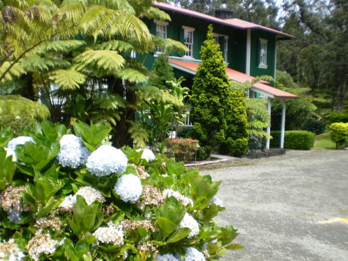 Hawaii on a Budget: Top 10 Cheap Big Island Hotels featured by top Hawaii travel blog, Hawaii Travel with Kids: Aloha Happy Place is a Big Island bed and breakfast in Hawaii