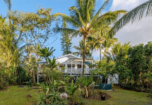 Hawaii on a Budget: Top 10 Cheap Big Island Hotels featured by top Hawaii travel blog, Hawaii Travel with Kids: Looking for a place to stay on the Big Island of Hawaii? Head to Ma`ukele Lodge.