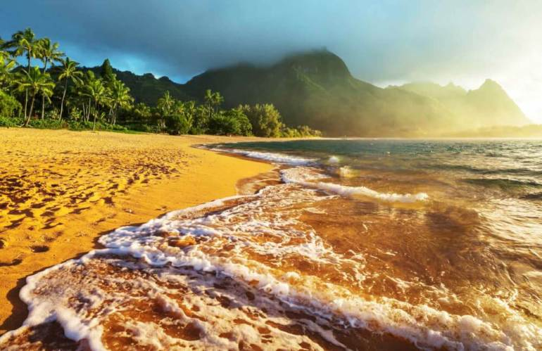 Top 9 Places for the Best Snorkeling on Kauai featured by top Hawaii travel blog, Hawaii Travel with Kids: Tunnels Beach is one of the best places to snorkel on Kauai | snorkeling Kauai