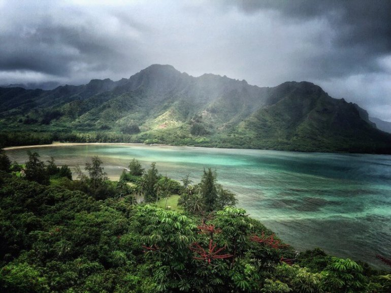 The Most Beautiful Places To Visit In Oahu featured by top Hawaii travel blog, Hawaii Travel with Kids: The view from Crouching Lion is absolutely stunning