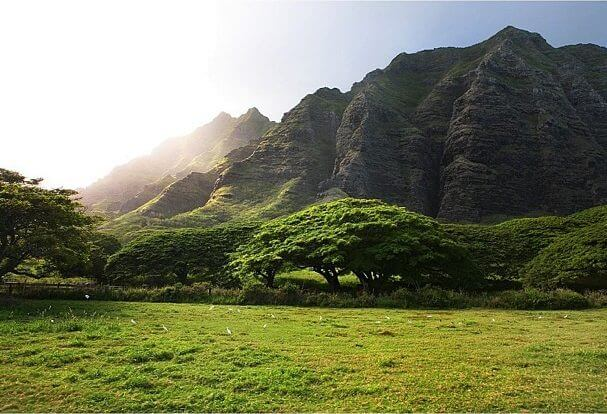 The Most Beautiful Places In Oahu featured by top Hawaii travel blog, Hawaii Travel with Kids: Ka'a'awa Valley is a popular Hawaii movie location.