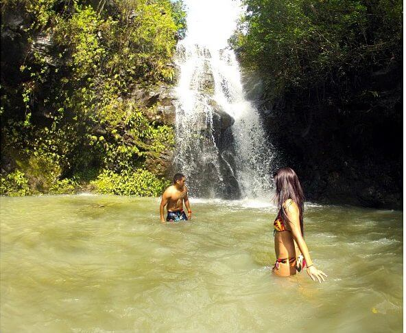 12 Breathtaking Oahu Waterfall Hikes featured by top Hawaii travel blog, Hawaii Travel with Kids | Waimano Falls is a beautiful waterfall hike on Oahu
