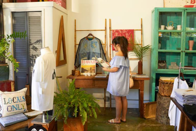 Best things to do in haleiwa oahu, featured by top Hawaii blog, Hawaii Travel with Kids: Boutique shop in Haleiwa, North Shore, Oahu