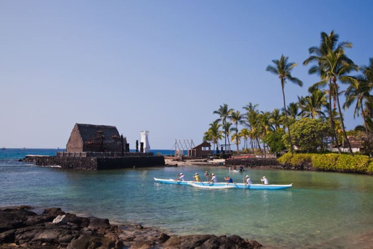 The Best Things to Do in Kona Hawaii featured by top Hawaii blog, Hawaii Travel with Kids: Paddlers leave Kamakahonu Beach