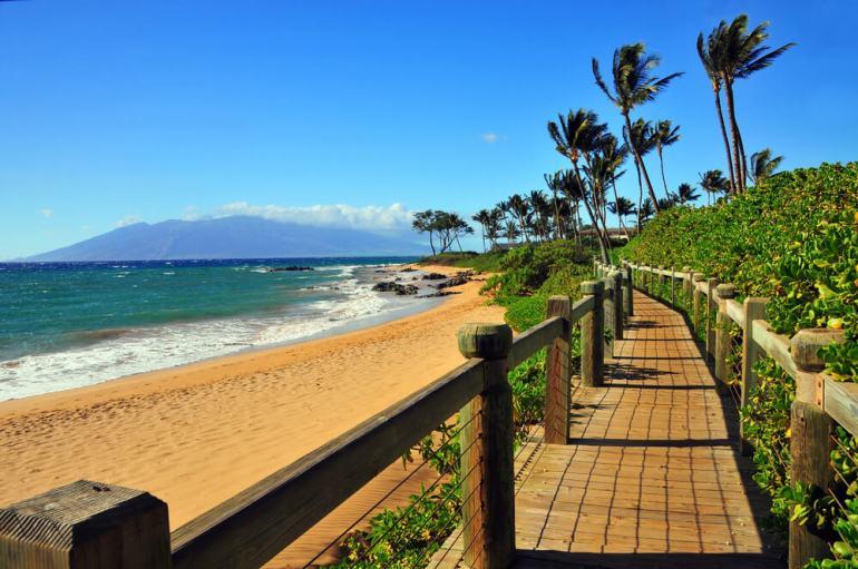 21 Best Things to Do in Wailea Maui featured by top Hawaii blog, Hawaii Travel with Kids: Wailea Beach Walkway, Wailea, Maui
