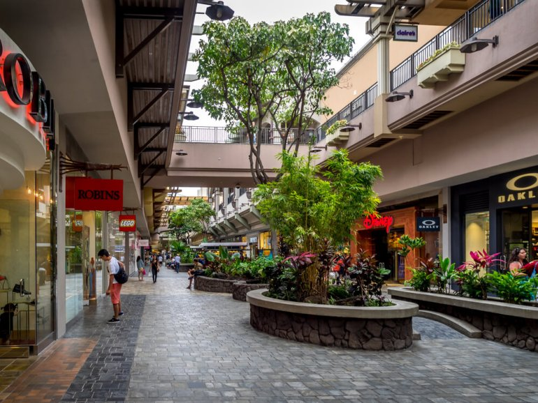 50 Best Places to Visit in Hawaii with your Family featured by top Hawaii blog, Hawaii Travel with Kids: Ala Moana Center on Oahu